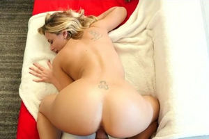 Dissolute busty Cougar Olivia makes..